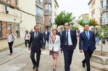 Una visita d'autoritats al grup d'habitatges Isidori de Mollerussa