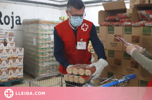 La Creu Roja reparteix 2,9 milions de quilos d'aliments entre més de 120.000 persones a Catalunya
