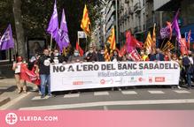 Protesta a Lleida en contra de l'ERO al Banc de Sabadell