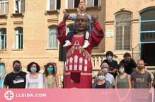 El col·legi Maristes acaba el curs amb el bateig de la geganta Montserrat