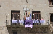 2.000 banderoles a Tàrrega per mostrar el rebuig a les violències masclistes