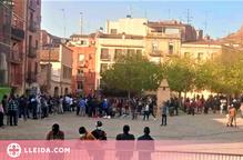 """Preocupació al Centre Històric de Lleida per les """"massives"""" concentracions de persones al barri"""