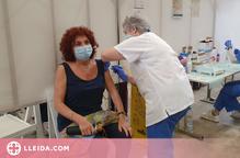 Comença la vacunació massiva de les persones d'entre 45 i 49 anys