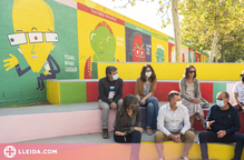 Un institut lleidatà estrena nou mural amb caricatures de personatges històrics