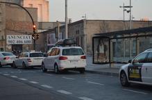 El PDeCAT reclama resituar la parada de taxis de l'estació, que veu insegura