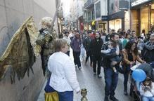 Estàtues humanes als carrers de l'Eix Comercial de Lleida