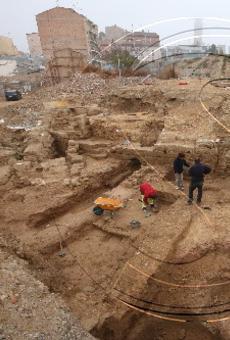 L'excavació del vell call revela restes de cases i un carrer del segle XIII