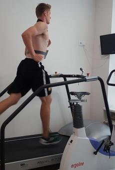 Timothy Derksen passa la revisió mèdica i espera debutar contra l'Osca