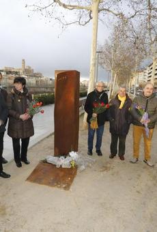 """Lleida Lliure de Franquisme homenatja les víctimes del nazisme esperant poder retirar les """"plaques franquistes"""""""
