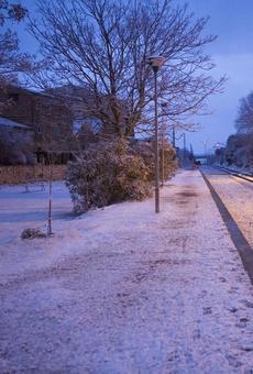 La neu cobreix zones de l'Urgell i la Segarra i complica el trànsit a l'Eix Transversal