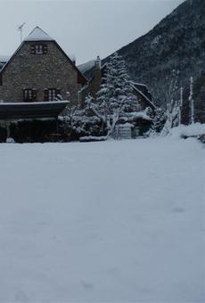 Cadenes per arribar al Pla de Beret però satisfacció a l'Aran per la última nevada