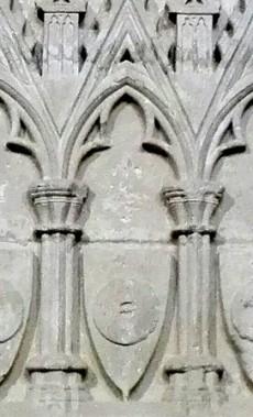 Escut dels Moliner, en un sepulcre del 1322 de la Seu Vella de Lleida.