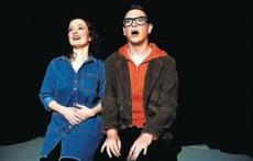 Marta Pampalona i Gerard Jiménez, exalumnes de l'Aula, formen la nova companyia Absolut Teatre.