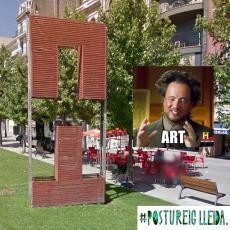 (Nant per Blondel) - Mira pare! Una escultura de Tetris! - Sí fill meu sí... Tetris...... #TruePekePostuStory En lo que serie art callejero, escultures i places, a Lleida no mos guanye ningú!