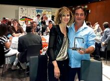 Antonio Adlomà i Maria José Pérez, propietaris del celler Vinya els Vilars amb el premi rebut
