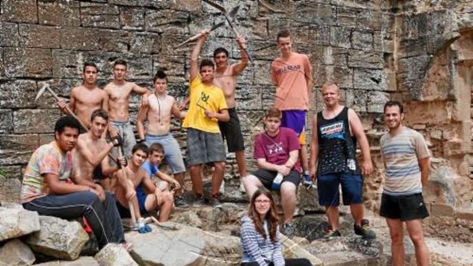 Catorze voluntaris recuperen el palau de Fluvià de Guissona
