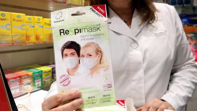 """Les farmàcies temen """"aglomeracions"""" per adquirir mascaretes i només en dispensaran una per persona"""