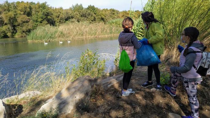 Infants de la Granja d'Escarp descobreixen el medi a l'aiguabarreig