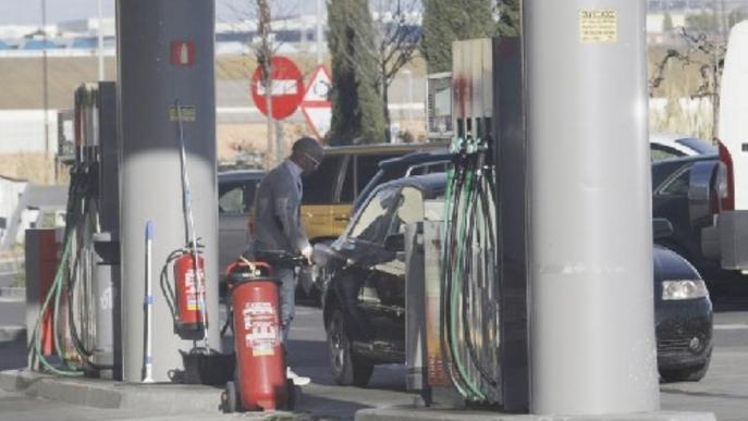 El preu del litre de gasolina i del gasoil torna a pujar en el pont