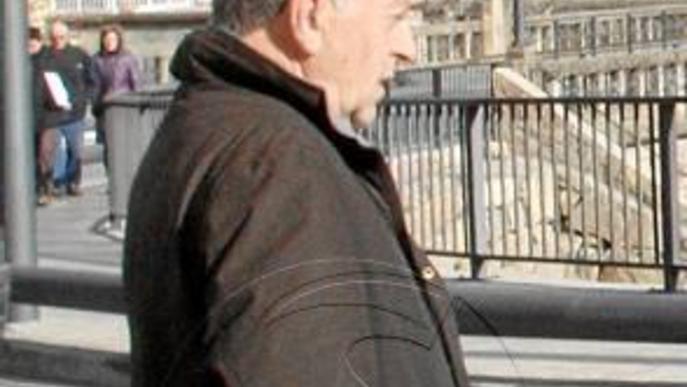 El regidor de Torà admet que va matar de 3 trets un gos i la Fiscalia li demana un any de presó