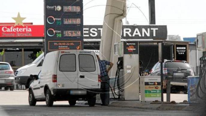 La diferència entre gasoil i gasolina arriba a 9 cèntims per Setmana Santa