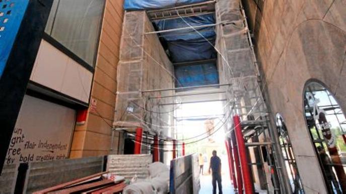 Comença la rehabilitació de la volta de creueria gòtica de l'Arc del Pont