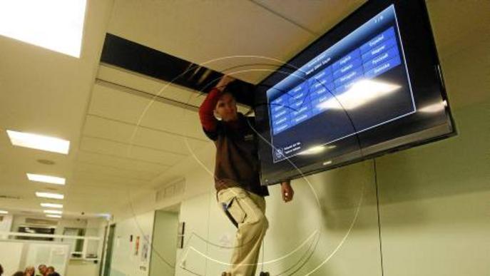 L'Arnau instal·la pantalles a Urgències per informar del temps mitjà d'espera