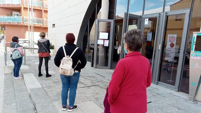 Nou repartiment de mascaretes a Rosselló