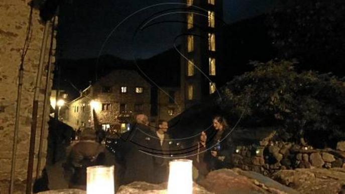 Un poble a la llum de les espelmes