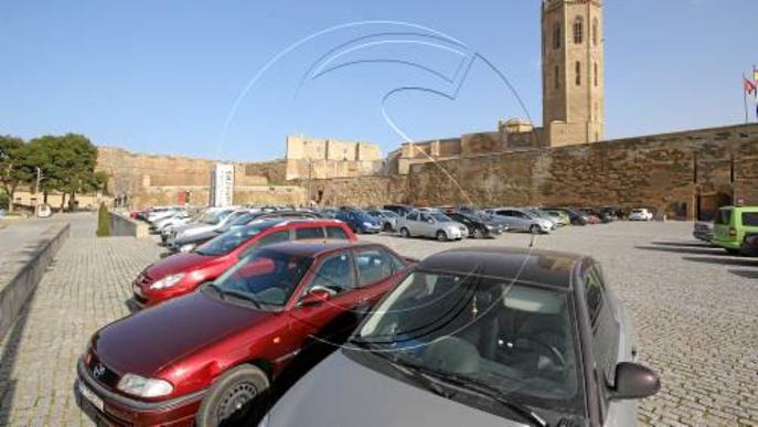 El consorci del Turó reactiva la idea de fer pagar per aparcar a la plaça de la Sardana