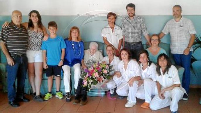 Castellers, pregó i felicitació a una anciana de 104 anys a la Seu d'Urgell