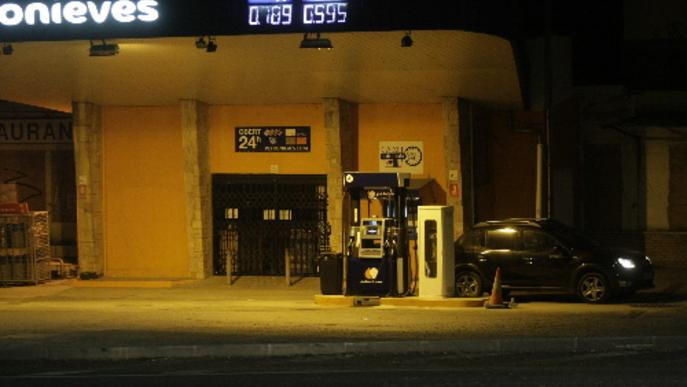 Vint estacions de servei de Lleida ja venen el litre de gasolina per sota de l'euro