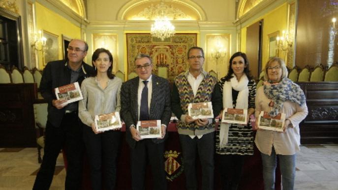 Roser Banyeres i Lleonard Delshams retraten les fonts i escultures de Lleida