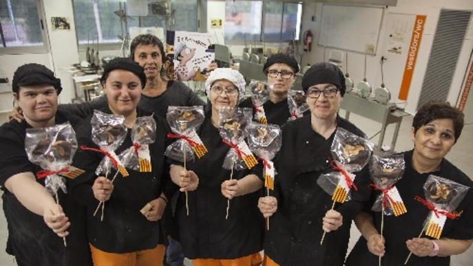 A la venda 5.500 roses solidàries de xocolate de cara a Sant Jordi