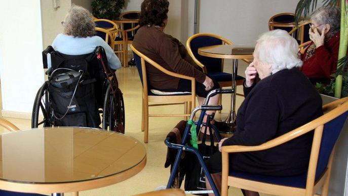 Tots els centres de dia per a gent gran tancaran a partir de dilluns
