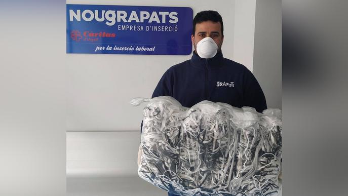 Unes 60 persones confeccionen més de 1.600 mascaretes a la Seu d'Urgell