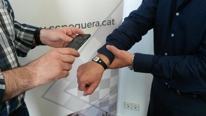 La Noguera compra 1.000 braçalets amb QR per controlar els ancians