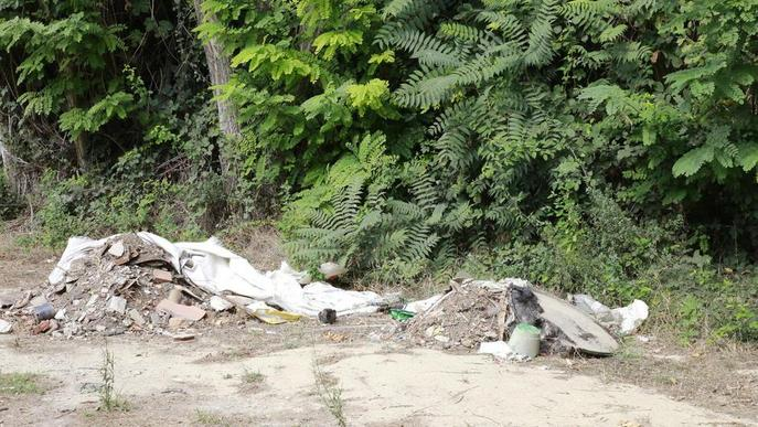 Ipcena denuncia abocaments de residus a Grenyana, vora la Mitjana