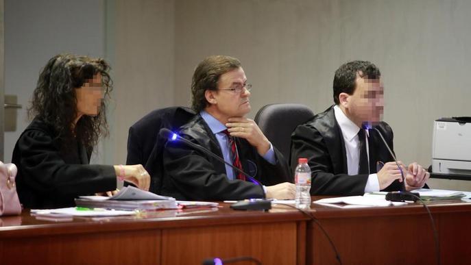 L'advocat acusat de quedar-se 130.548 euros d'uns clients ho nega al judici