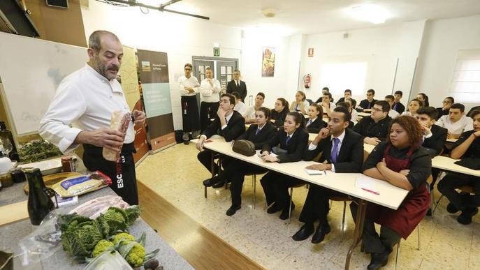 Cuiners de luxe per promoure productes de proximitat entre estudiants d'Hostaleria