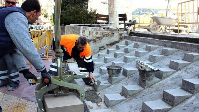 Tàrrega contracta set aturats per millorar i renovar la via pública