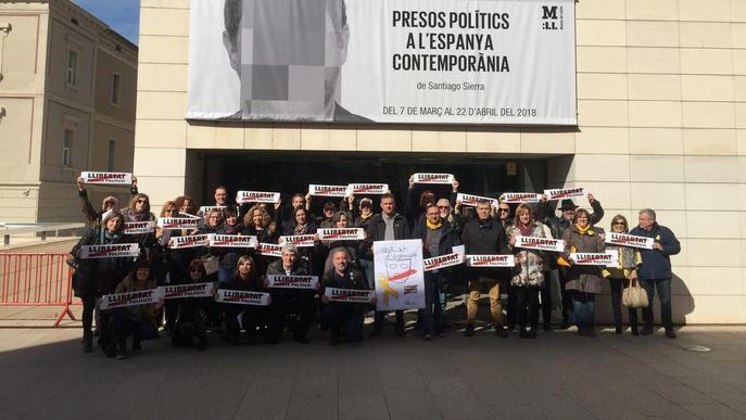 Funcionaris defensen la llibertat d'expressió davant del Museu de Lleida