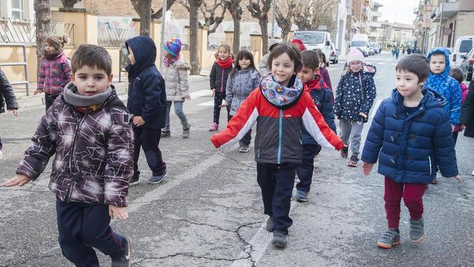 Els escolars d'Agramunt surten al carrer per participar en el Dia Sense Cotxes