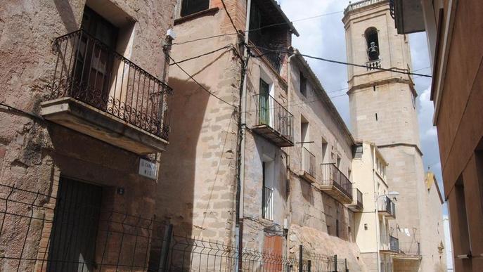 Torregrossa tanca al trànsit un carrer pel risc d'esfondrament de dues cases