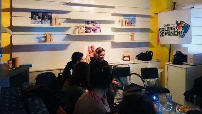 Dos beques a Lleida per participar en colònies per a adolescents LGTBI