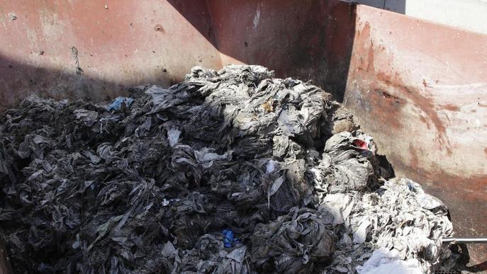 La depuradora recull 676 quilos de brossa al dia tirada al vàter, com tovalloletes i burilles