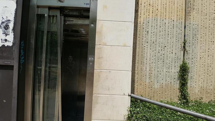 Vandalisme a la plaça de l'Escorxador de Lleida