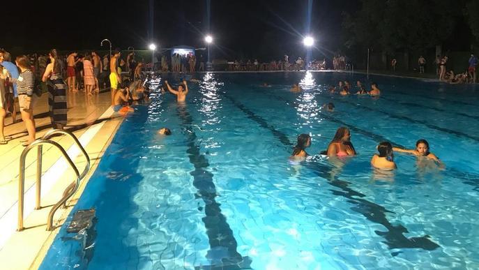 Bany nocturn a les piscines de la Seu d'Urgell com a aperitiu de la festa major