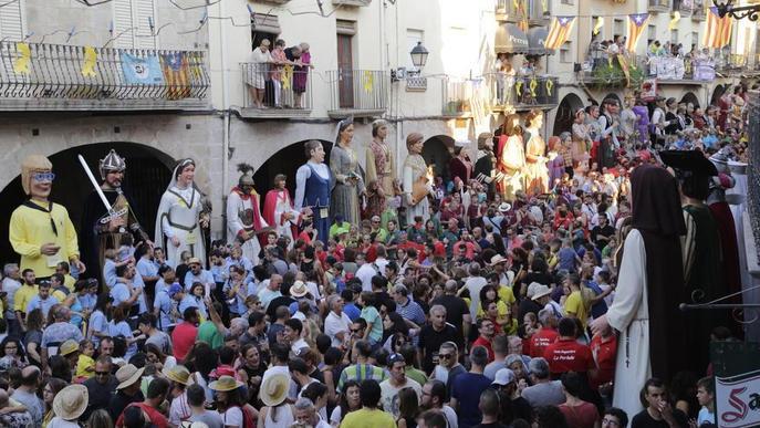 Dissabte festiu amb gegants i cassoles