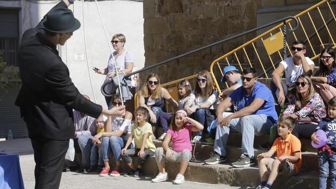 Centenars de famílies gaudeixen de la màgia al carrer a Montgai
